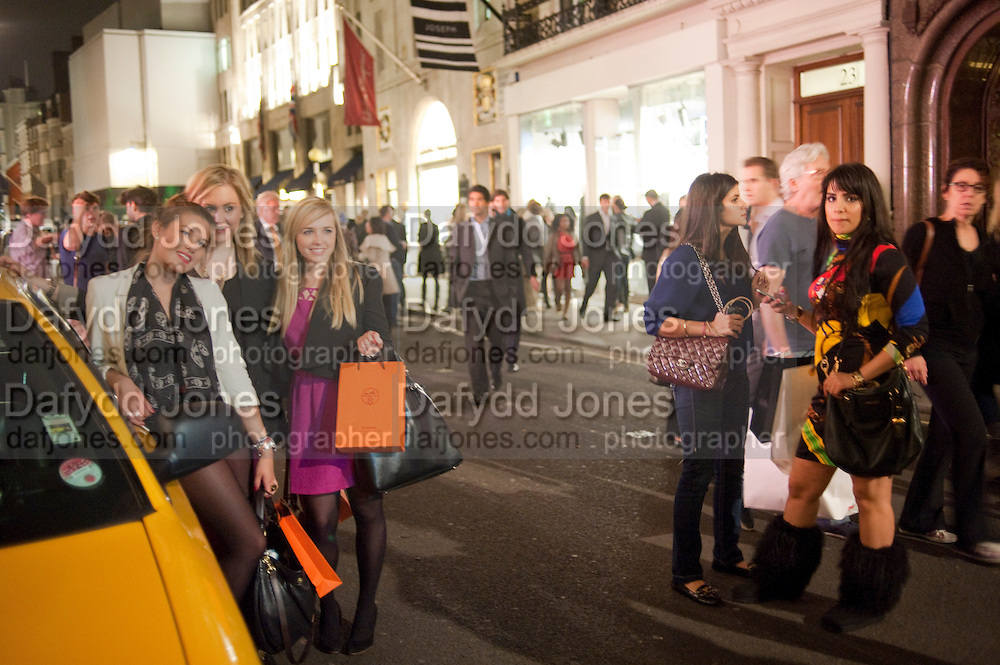 VOGUE FASHION NIGHT OUT-BOND STREET,  Vogue Fashion night out.- Alexandra Shulman and Paddy Byng are host a party  to celebrate the launch for FashionÕs Night Out At Asprey. Bond St and afterwards in the street. London. 8 September 2011. <br />  <br />  , -DO NOT ARCHIVE-© Copyright Photograph by Dafydd Jones. 248 Clapham Rd. London SW9 0PZ. Tel 0207 820 0771. www.dafjones.com.<br /> VOGUE FASHION NIGHT OUT-BOND STREET,  Vogue Fashion night out.- Alexandra Shulman and Paddy Byng are host a party  to celebrate the launch for Fashion's Night Out At Asprey. Bond St and afterwards in the street. London. 8 September 2011. <br />  <br />  , -DO NOT ARCHIVE-© Copyright Photograph by Dafydd Jones. 248 Clapham Rd. London SW9 0PZ. Tel 0207 820 0771. www.dafjones.com.