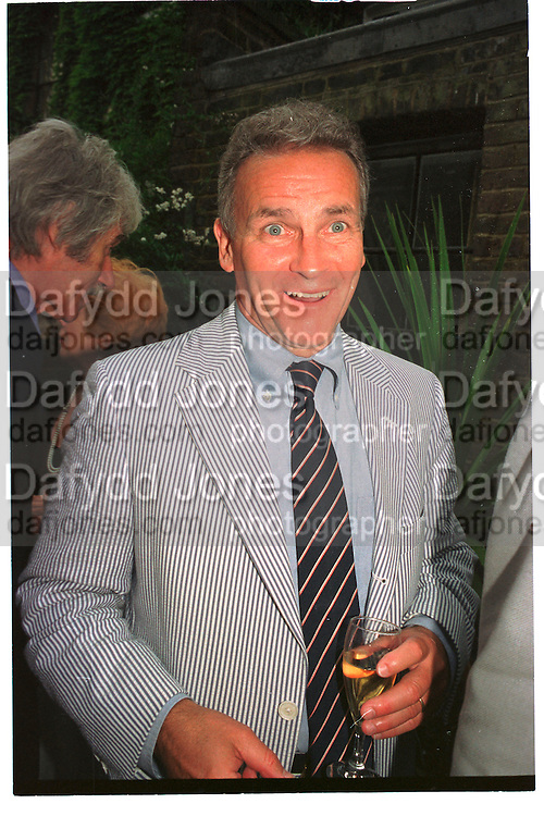 R. EMMETT TYRRELL, Spectator party. Doughty St. 7 June 2000. SUPPLIED FOR ONE-TIME USE ONLY> DO NOT ARCHIVE. © Copyright Photograph by Dafydd Jones 248 Clapham Rd.  London SW90PZ Tel 020 7820 0771 www.dafjones.com