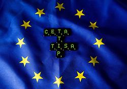 THEMENBILD - Buchstaben CETA, TTIP und TISA auf Flagge der Europäischen Union. Das Transatlantische Handels- und Investitionspartnerschaft ist ein Abkommen das gerade zwischen den Vereinigten Staaten und der Europäischen Union verhandelt wird. Aufgenommen am 05.02.2015 in Wien, Österreich // Letters of CETA, TTIP and TISA on flag of the european union. The Transatlantic Trade and Investment Partnership, short TTIP, is a proposed free trade agreement between the United States and the European Union Image was taken in Vienna, Austria on 2015/02/05. EXPA Pictures © 2015, PhotoCredit: EXPA/ Michael Gruber