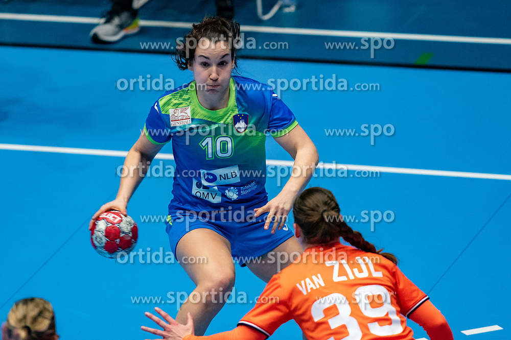 Tjasa Stanko of Slovenia in action during the Women's friendly match between Netherlands and Slovenia at De Maaspoort on march 19, 2021 in Den Bosch, Netherlands (Photo by RHF Agency/Ronald Hoogendoorn)