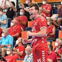Jubelt nach seinem Treffer Ludwigshafens Hendrik Wagner (Nr.28)  beim Spiel in der Handball Bundesliga, Die Eulen Ludwigshafen - THW Kiel.<br /> <br /> Foto © PIX-Sportfotos *** Foto ist honorarpflichtig! *** Auf Anfrage in hoeherer Qualitaet/Aufloesung. Belegexemplar erbeten. Veroeffentlichung ausschliesslich fuer journalistisch-publizistische Zwecke. For editorial use only.