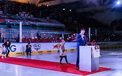 14.09.2018, Eisarena, Salzburg, AUT, EBEL, EC Red Bull Salzburg vs EC KAC, 1. Runde, im Bild Verabschiedung von Daniel Welser // during the 1st round for the Erste Bank Icehockey league between EC Red Bull Salzburg and EC KAC at the Eisarena in Salzburg, Austria on 2018/09/14. EXPA Pictures © 2018, PhotoCredit: EXPA/ JFK