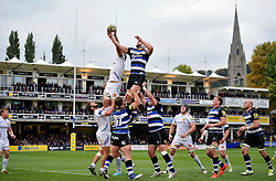 Forwards compete for the ball at a lineout - Mandatory byline: Patrick Khachfe/JMP - 07966 386802 - 17/10/2015 - RUGBY UNION - The Recreation Ground - Bath, England - Bath Rugby v Exeter Chiefs - Aviva Premiership.