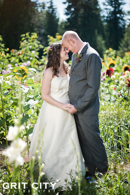 Summer wedding at the Farm Kitchen in Poulsbo. Grit City Photography is a Tacoma, Washington based photography business specializing in wedding photography. While we love working in Tacoma, we can visit your location of choice.