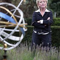 Nederland, Bussum , 28 augustus 2009..Ria Bremer (geboren als Maria Theresia Sitskoorn, Rotterdam, 4 juli 1939) is een Nederlands journaliste en presentatrice, die vooral bekend is geworden door de televisieprogramma's Stuif es in en Vinger aan de pols van de AVRO..TV presenter Ria Bremer, known for medical and childrens programs.