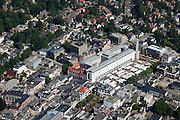 Nederland, Gelderland, Apeldoorn, 06-09-2010; binnenstad met markt op het Marktplein. Gelegen aan het plein het stadhuis (De Architectengroep.Hans J. M. Ruijssenaars).Marketplace with market and town hall Square.luchtfoto (toeslag), aerial photo (additional fee required).foto/photo Siebe Swart