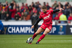 Scarlets' Leigh Halfpenny converts his sides first try - Mandatory by-line: Craig Thomas/JMP - 09/12/2017 - RUGBY - Parc y Scarlets - Llanelli, Wales - Scarlets v Benetton Rugby - European Rugby Champions Cup