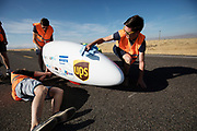 De kwalificaties op maandagmorgen. Het Human Power Team Delft en Amsterdam, dat bestaat uit studenten van de TU Delft en de VU Amsterdam, is in Amerika om tijdens de World Human Powered Speed Challenge in Nevada een poging te doen het wereldrecord snelfietsen voor vrouwen te verbreken met de VeloX 7, een gestroomlijnde ligfiets. Het record is met 121,44 km/h sinds 2009 in handen van de Francaise Barbara Buatois. De Canadees Todd Reichert is de snelste man met 144,17 km/h sinds 2016.<br /> <br /> With the VeloX 7, a special recumbent bike, the Human Power Team Delft and Amsterdam, consisting of students of the TU Delft and the VU Amsterdam, wants to set a new woman's world record cycling in September at the World Human Powered Speed Challenge in Nevada. The current speed record is 121,44 km/h, set in 2009 by Barbara Buatois. The fastest man is Todd Reichert with 144,17 km/h.