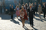 Doop zoon Prins Constantijn en Prinses Laurentien <br />  <br /> Claus-Casimir Bernhard Marius Max Graaf van Oranje-Nassau, jonkheer van Amsberg, zoon van Hunne Koninklijke Hoogheden Prins Constantijn en Prinses Laurentien der Nederlanden zal op zondag 10 oktober 2004 in de kapel van Paleis Het Loo Nationaal Museum in Apeldoorn ten doop worden gehouden. <br /> Als peetouders zullen Zijne Koninklijke Hoogheid de Prins van Oranje, Zijne Hoogheid Prins Maurits van Oranje-Nassau, van Vollenhoven, de heer Ed. P. Spanjaard en Tatjana Gravin Razumovsky aanwezig zijn. <br /> <br /> Ds. C.A. ter Linden, emeritus-predikant van de Kloosterkerkgemeente te Den Haag zal voorgaan in de doopdienst, die wordt gehouden onder verantwoordelijkheid van de Protestantse Gemeente Apeldoorn. Ouderling van dienst is mevrouw M.K.W. Drabbe-De Graeff. <br />  <br /> <br /> <br /> óp de foto Masxima en Willem Alexander.<br /> <br /> On the photo Maxima and Willem Alexander .