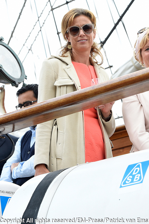 Prins Maurits, beschermheer van Sail Amsterdam, geniet met volle teugen van het maritiem spektakel. Hij voer woensdagmiddag rond 14.15 uur eigenhandig het vlaggenschip, De Clipper Stad Amsterdam van de Sail-In Parade het IJ op. <br /> <br /> Prince Maurice, patron of Sail Amsterdam, thoroughly enjoying the maritime spectacle. He sailed around 14:15 pm Wednesday handedly flagship, The Clipper Stad Amsterdam's Sail-In Parade on the IJ.<br /> <br /> Op de foto / On the photo:   Prinses Marilène /  Princess Marilène
