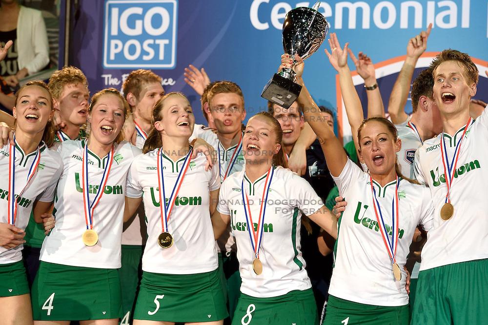 11-04-2015 NED: PKC SWKgroep - TOP Quoratio, Rotterdam<br /> Korfbal Leaguefinale in een volgepakt Ahoy / <br /> Vreugde bij PKC als zij met 22-21 de finale winnen. 2de van rechts Mady Tims die met de beker afscheid neemt.