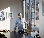 Angelo Inzoli, segretario del circolo viale Monza del PD ritratto in un interno.