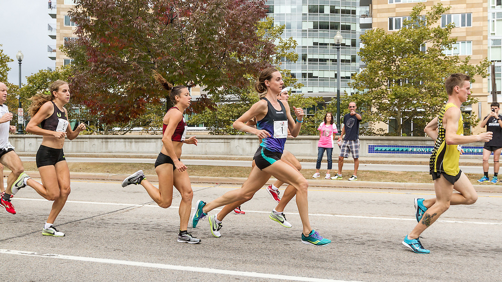 CVS Health Downtown 5k, USA 5k road championship, Molly Huddle leads Emily Infeld