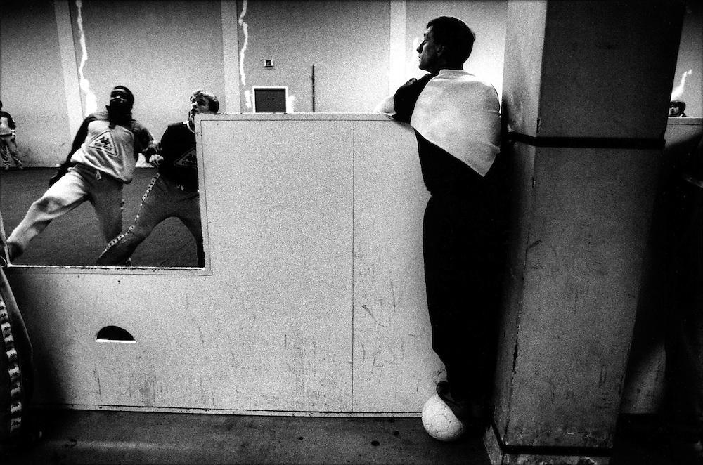 The Netherlands, Amsterdam, 04-01-1988.<br /> Last Ajax training by trainer Johan Cruijff. A few hours later that day Johan Cruijff resigned as coach of Ajax. Left : Stanley Menzo and Dennis Bergkamp.<br /> Photo: Klaas Jan van der Weij.
