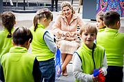 LISSE, 11-5-2021, Keukenhof<br /> <br /> Koningin Maxima in de Keukenhof in Lisse de viering van nieuwe en bestaande afspraken voor structureel muziekonderwijs op basisscholen in Zuid-Holland en Zeeland bijgewoond. Naar aanleiding van de campagne '50dagenmuziek' van Meer Muziek in de Klas presenteerden de provincies nieuwe initiatieven en muziekakkoorden om meer muziekonderwijs in het lesprogramma van de basisschool op te nemen. FOTO: Brunopress/POOL/Patrick van Katwijk<br /> <br /> Queen Maxima attended the celebration of new and existing agreements for structural music education at primary schools in South Holland and Zeeland in the Keukenhof in Lisse. In response to the Meer Muziek in de Klas '50 Days of Music' campaign, the provinces presented new initiatives and music agreements to include more music education in the primary school curriculum.