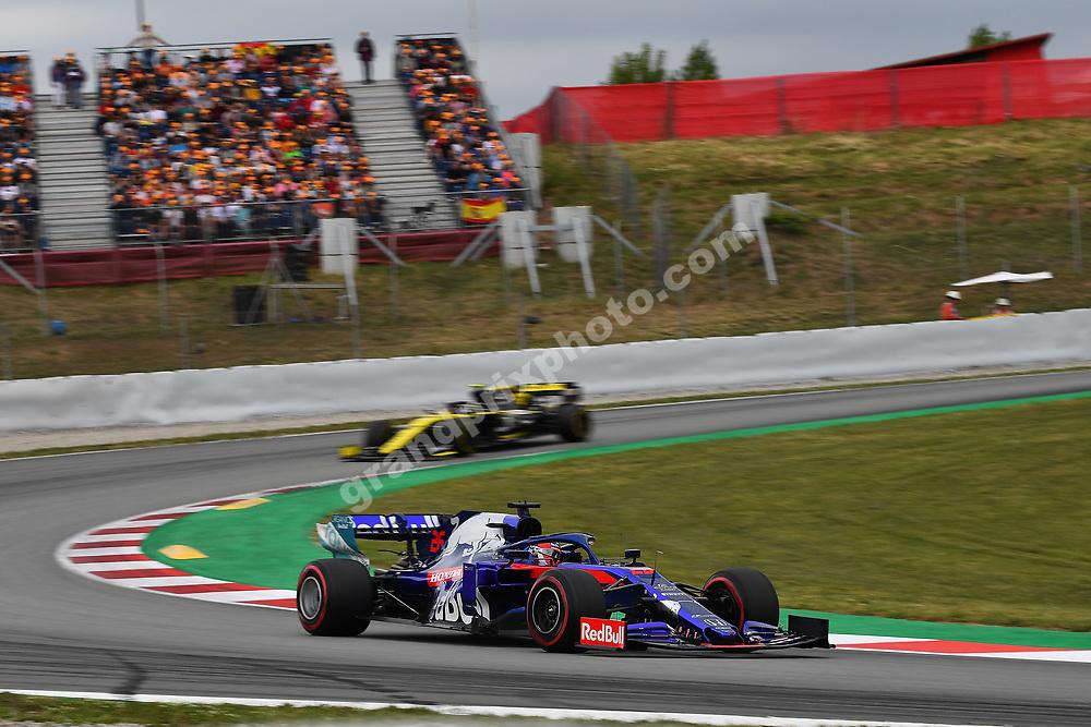 Daniil Kvyat (Toro Rosso-Honda) in front of Nico Hulkenberg (Renault) during practice for the 2019 Spanish Grand Prix at the Circuit de Barcelona-Catalunya. Photo: Grand Prix Photo