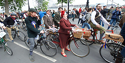 May 6, 2017 - London, London, United Kingdom - Image ©Licensed to i-Images Picture Agency. 06/05/2017. London, United Kingdom. The Tweed Run. The Tweed Run from Westminster Bridge, London, Great Britain, 6th May 2017 .The Tweed Run from Westminster Bridge, London, Great Britain.6th May 2017  A metropolitan bicycle ride with a bit of style past London's  iconic landmarks.. Picture by Elliott Franks / i-Images (Credit Image: © Elliott Franks/i-Images via ZUMA Press)