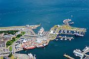 Nederland, Noord-Holland, Den Helder, 05-08-2014; centrum van Den Helder met links rijkswerf Willemsoord (Oude Rijkswerf), nu deels in gebruik als jachthaven. Veerhaven voor de veerboten naar Texel.<br /> Center of Den Helder with ferry port for ferries to Texel. <br /> luchtfoto (toeslag op standard tarieven);<br /> aerial photo (additional fee required);<br /> copyright foto/photo Siebe Swart