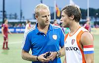 DEN BOSCH -   Bondscoach Sjoerd Marijne (l) met aanvoerder Roel Bovendeert na de wedstrijd tussen de mannen van Jong Oranje  en Jong Engeland, tijdens het Europees Kampioenschap Hockey -21. ANP KOEN SUYK