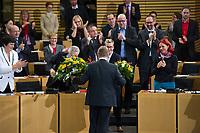 DEU, Deutschland, Germany, Erfurt, 05.12.2014:<br /> Der Fraktionsvorsitzende der Partei DIE LINKE in Thueringen, Bodo Ramelow, mit Blumen in der Hand am Tag seiner Wahl zum Ministerpraesidenten von Thueringen im Plenum des Landtags.