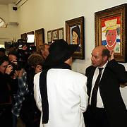 NLD/Amsterdam/20051110 - Opening expositie Bajeskunst: 'Koningin Beatrix uit de gevangenis' galerie Donkersloot Amsterdam, advocaat Wim Anker