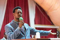 27 October 2019, Addis Ababa, Ethiopia: Atu Desta Ensermu leads a moment of song and prayer during Sunday service at the Finfinne Oromo Mekane Yesus Congregation of the Ethiopian Evangelical Church Mekane Yesus. In a context where congregations did not use to be allowed to hold their services in any language but Amharic, the congregation today is one of some 60 Oromo speaking Mekane Yesus congregations in Addis Ababa. The service takes place on the first Sunday following political turmoil in the country, claiming dozens of lives.