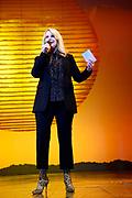 Tweede verjaardag van The Lion King in het AFAS Circustheater in Scheveningen. Het wordt een héél bijzondere avond, want The Lion King trakteert dit jaar de LINDA.foundation<br /> <br /> Op de foto: Linda de Mol