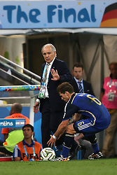 13.07.2014, Maracana, Rio de Janeiro, BRA, FIFA WM, Deutschland vs Argentinien, Finale, im Bild Trainer Alejandro Sabella (left) and Lucas Biglia (r ) // during Final match between Germany and Argentina of the FIFA Worldcup Brazil 2014 at the Maracana in Rio de Janeiro, Brazil on 2014/07/13. EXPA Pictures © 2014, PhotoCredit: EXPA/ Eibner-Pressefoto/ Cezaro<br /> <br /> *****ATTENTION - OUT of GER*****