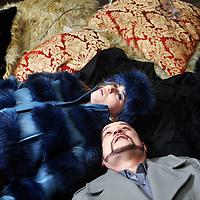 Nederland, Amsterdam , 20 februari 2014.<br /> Singel Filmstudio, Duivendrechtse kade 80.<br /> Opera Spanga maakt een film bij de nieuwe voorstelling die deze zomer in premiere gaat, Gianni Schicchi.<br /> OPERA SPANGA bestaat in 2014 alweer 25 jaar! Voor dit jubileum bereidt OPERA SPANGA een bijzonder project voor in samenwerking met Sinfonia Rotterdam onder leiding van Conrad van Alphen: Gianni Schicchi. Verschillende fondsen hebben hun steun toegezegd.<br /> Op de foto: repetitie op de set tijdens de filmopnamen van de musical. De actuers en zangers rusten even uit tussen de opnamen door.<br /> Foto:Jean-Pierre Jans