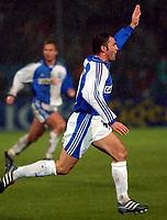 22.11.2001 Zürich, Schweiz,<br />UEFA Pokal 3.Runde, Grasshoppers Zürich - Leeds United,<br />Stephane Chapuisat jubelt über sein Tor zum 1:0 gegen Leeds.<br />© ANDY MüLLER/Digitalsport