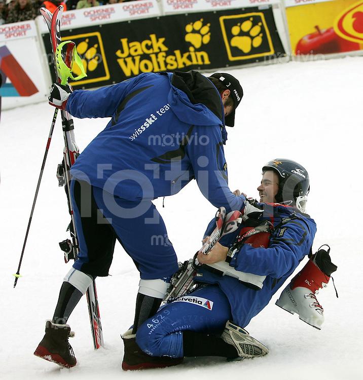 Ski Alpin; Saison 2006/2007  41. Weltcup Slalom Herren Daniel Albrecht (SUI) gratuliert dem Sieger Marc Berthod (SUI)