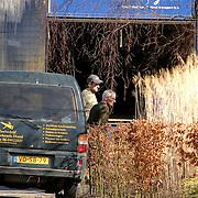 NLD/Almere/20070312 - Verhuizing cabaratier Arie naar woning Heleen van Royen in Almere