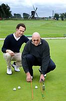 NOORDWIJK - Voorhout - Professional Floris Vos met talent Otto Terol, op Noorwijk Golfcentrum. FOTO KOEN SUYK