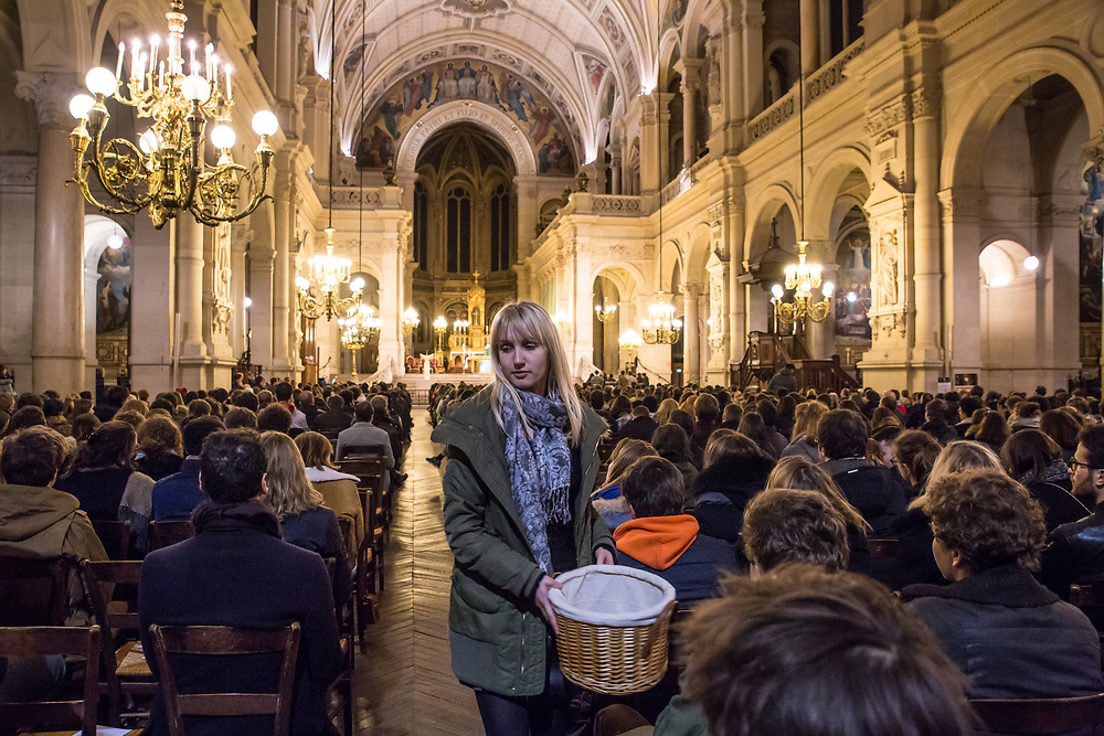 """Young people attend the 7 PM Sunday mass at Paris' Trinity church which is also known as the """"young people's mass"""".  Paris, France.  February 19th, 2017.                   © Daniel Barreto Mezzano"""