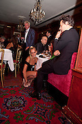 ALICE DELLAL; JAMIE HINCE; , Dinner hosted by Elizabeth Saltzman for Mario Testino and Kate Moss. Mark's Club. London. 5 June 2010. -DO NOT ARCHIVE-© Copyright Photograph by Dafydd Jones. 248 Clapham Rd. London SW9 0PZ. Tel 0207 820 0771. www.dafjones.com.