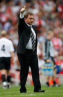 Photo: Steve Bond.<br />Arsenal v Derby County. The FA Barclays Premiership. 22/09/2007. Billy Davies salutes the away fans