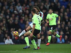 Jeff Hendrick of Burnley (C) scores his sides first goal - Mandatory by-line: Jack Phillips/JMP - 10/12/2016 - FOOTBALL - Turf Moor - Burnley, England - Burnley v AFC Bournemouth - Premier League