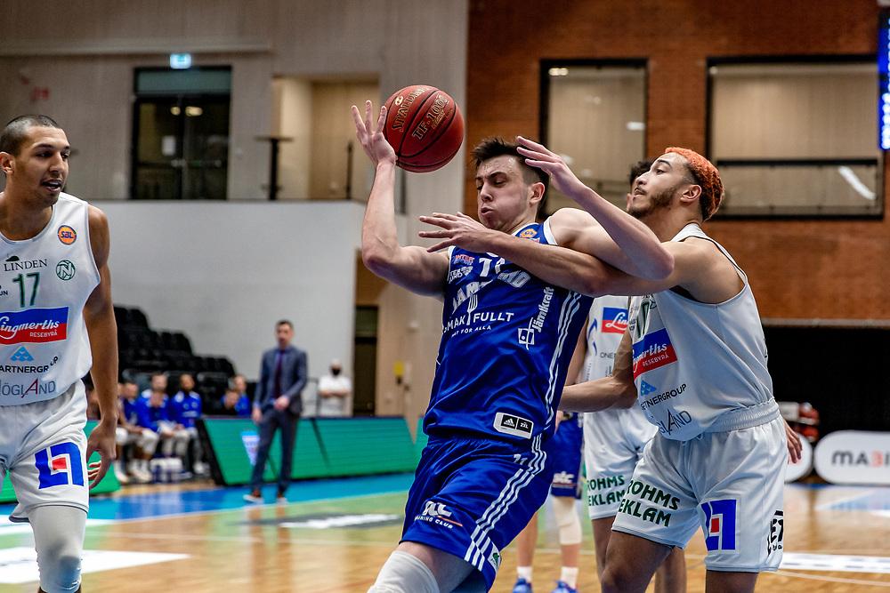 ÖSTERSUND 20210129<br /> Jämtlands Daniel Johansson under fredagens match i basketligan mellan Jämtland Basket och Nässjö Basket.<br /> Foto: Per Danielsson / Projekt.P