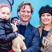 NLD/Amsterdam/20160117 - Premiere Woezel & Pip Op zoek naar de Sloddervos !, Gallyon van Vessem, partner Greg de Jong en dochter Julie