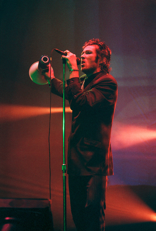 BETHLEHEM - APRIL 29: Stone Temple Pilots singer Scott Weiland performs at Stabler Arena on April 29, 1997, in Bethlehem, Pennsylvania. (Photo by Lisa Lake/Getty Images)