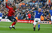 Photo: Steve Bond/Richard Lane Photography. Leicester City v West Bromwich Albion. Coca Cola Championship. 07/11/2009. Luke Moore (L) shoots as  Wayne Brown closes in