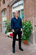 Opening van de mensologen recruitment agency in de Hallen, Amsterdam, samen medewerkers en directieleden van Arkin en de ambassadeurs Wim Kieft, Heleen van Royen, Sofie van den Enk, Glenn Helder en Lisa Brammer. De agency is voor iedereen toegankelijk; voor gz-professionals die willen weten hoe het is om bij Arkin te werken. De 13 ambassadeurs hebben hiervoor een podcastserie Specialisme Mens opgenomen.<br /> <br /> Op de foto:  Wim Kieft