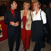 CD uitreiking Liesbeth List, Marleen Houter en man en vriendin