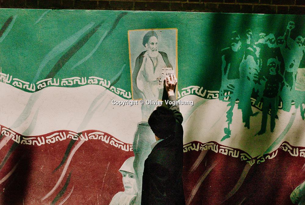 Iran. Tehran. President of the Republic Islamic of Iran Mahmoud Ahmadinejad during a ceremony in the shrine of Imam Khomyni in the south of tehran for the eightheen anniversary. Poster of the <br /> Iran. Téhéran. Le président de la République Islamique d'Iran, Mahmoud Ahmadinejad durant les commémorations du 18ème anniversaire de la mort de l'Ayatollah Khomeyni dans le lieu saint de l'imam Khomeyni au sud de la ville. Affiche du guide suprême de la révolution islamique Seyyed Ali Hossaini Khamenei.<br /> © Olivier Vogelsang