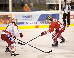 04.10.2015, Eiswelle, Bozen, ITA, EBEL, HCB Suedtirol vs EC KAC, 8. Runde, im Bild v.l. Jason Desantis (EC KAC), Joel Broda (HCB Suedtirol) // during the Erste Bank Icehockey League 8th round match between HCB Suedtirol and EC KAC at the Eiswelle in Bozen, Italy on 2015/10/04. EXPA Pictures © 2015, PhotoCredit: EXPA/ Johann Groder
