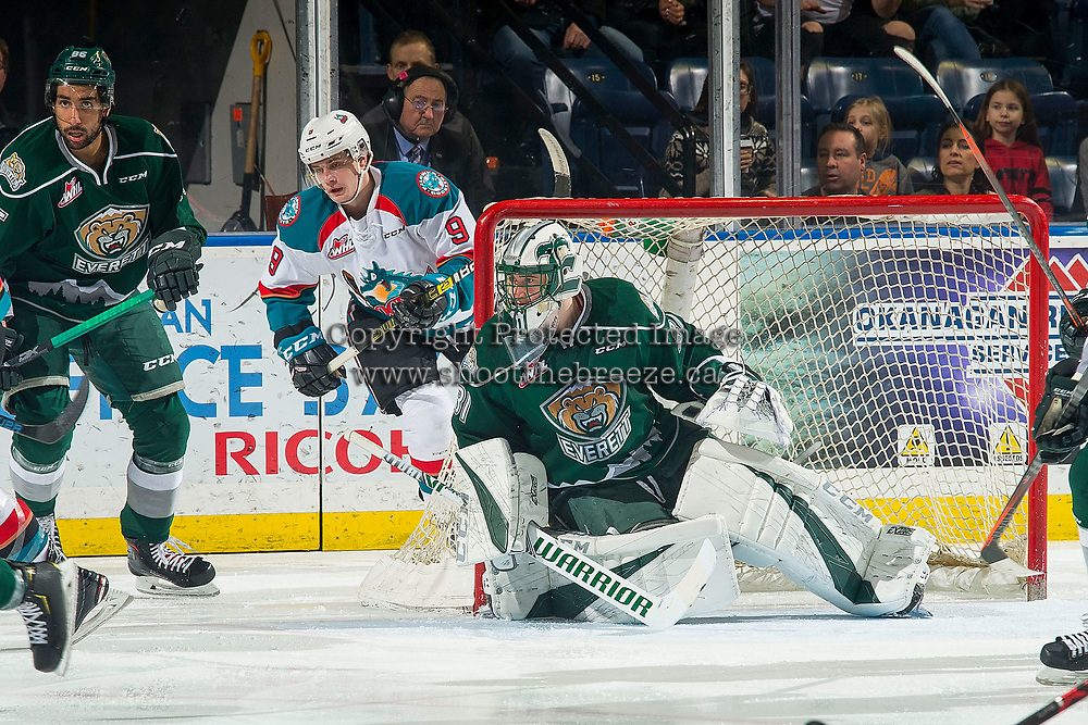 KELOWNA, CANADA - FEBRUARY 15: Max Palaga #31 of the Everett Silvertips defends the net against the Kelowna Rockets  on February 15, 2019 at Prospera Place in Kelowna, British Columbia, Canada.  (Photo by Marissa Baecker/Shoot the Breeze)