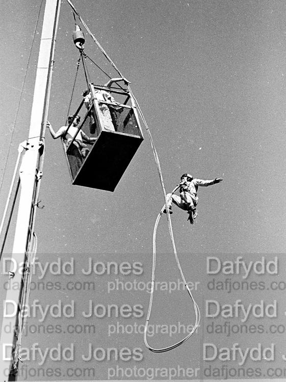 Crane bungee jump, 1984, © Copyright Photograph by Dafydd Jones 66 Stockwell Park Rd. London SW9 0DA Tel 020 7733 0108 www.dafjones.com