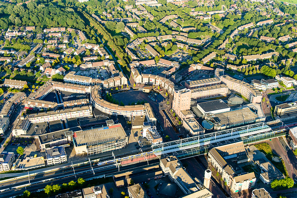 Nederland, Utrecht, Houten, 23-08-2016; centrum van Houten, Het Rond en NS station.<br /> Houten city centre.<br /> <br /> aerial photo (additional fee required); <br /> luchtfoto (toeslag op standard tarieven);<br /> copyright foto/photo Siebe Swart