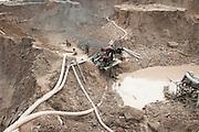 Miners work in a huge illegal tin mine in Batako, Tunghin, that has completely devastated the once green landscape. Bangka Island (Indonesia) is devastated by a deadly tin rush, a direct consequence of the success of smartphones and tablets like iPhones and iPads from Apple or Samsung. The demand and price for tin has increased due to its use in smart phones and tablets. <br /> <br /> <br /> Des mineurs travaillent dans une grande mine d'étain illégale à Batako - Tunghin qui a complètement dévasté un paysage qui était autrefois verte. L'île de Bangka (Indonésie) est dévastée par des mines d'étain sauvages, une conséquence directe du succès des smartphones et tablettes comme les iPhones et les iPads d'Apple ou Samsung. La demande de l'étain a explosé à cause de son utilisation dans les smartphones et tablettes.