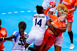 03-12-2019 JAP: Netherlands - Cuba, Kumamoto<br /> Third match 24th IHF Women's Handball World Championship, Netherlands win the third match against Cuba with 51- 23. / Jessy Kramer #5 of Netherlands, Nahomis De La Mustelier Hernandez #14 of Cuba, Arisleidy Marquez Herrera #8 of Cuba
